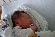 Maminka Veronika Hrindová přivedla ve středu 3. 8. 2016 ve 2.18 h na svět prvorozeného syna Ondřeje Veselého. Chlapeček vážil 3,40 kg, bydlet bude v Českých Budějovicích.