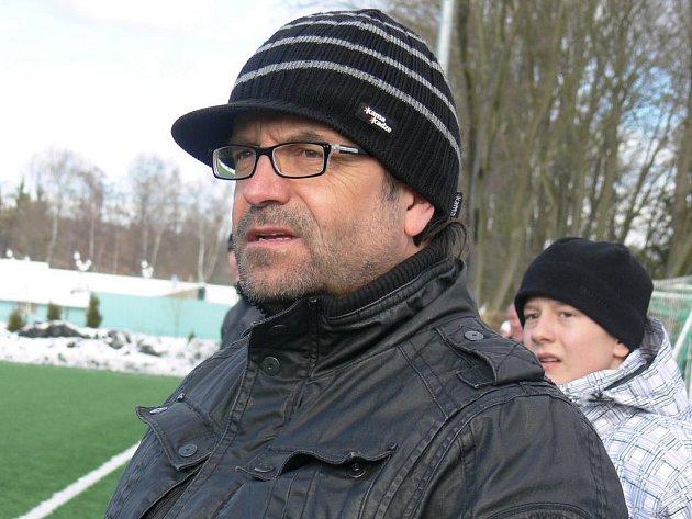 Za minutu dvanáct přivedl manažer Hluboké Pavel Mádl (na snímku) pod zámek jedinou zimní posilu - útočníka Jankova Petra Stejskala.