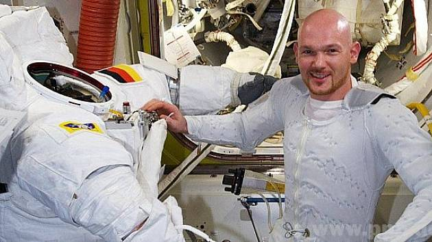 Mohou se ptát astronauta.