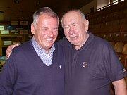 Volejbalová extraliga v Českých Budějovicích, Prezidentský kandidát Vratislav Kulhánek (vlevo) a bronzový volejbalista z OH v Mexiku 1968 Antonín Procházka.