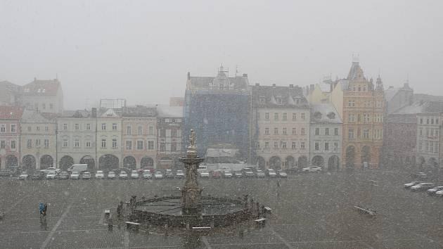 Sněžení 31. března 2020 v Českých Budějovicích předznamenalo mrazivé rekordy, které přišly 1. dubna.