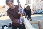 Tesání křížů na českobudějovickém náměstí
