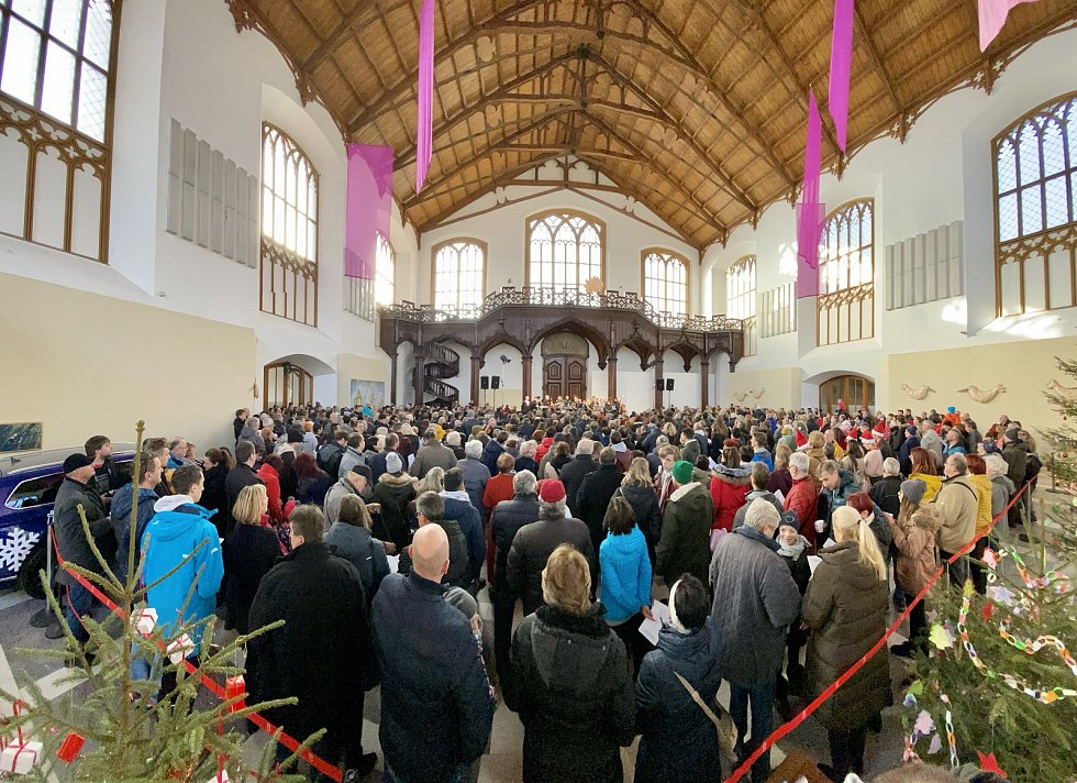 Zámecká jízdárna Alšovy jihočeské galerie se na Štědrý den rozezněla koledami.