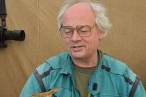 Jiří Šebestian je zoologem Prácheňského muzea v Písku a podílí se na mnoha aktivitách souvisejících s ochranou ptáků.
