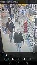 Neznámý pachatel odcizil kabelku z vozíku nepozorné majitelky v obchodním domě ve Strakonicích. Znáte ho?