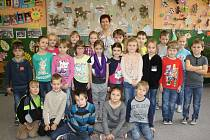 S třídní učitelkou Bohuslavou Jurákovou se fotili žáci 1. C trhosvinenské základní školy.