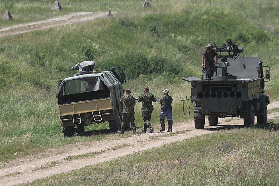 Pět stovek vojáků z pěti států NATO se zúčastnilo cvičení v Boleticích, které po deseti dnech ve čtvrtek vrcholilo střelbami z protiletadlových raketových kompletů.