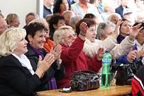 Uplynulý víkend patřil v Dubném oslavám 750. výročí první zmínky o obci. V sobotu odpoledne se lidé bavili při programu TV Šlágr, která v Dubném sídlí.