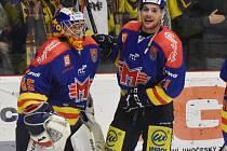 Hrdinové prvního zápasu s Přerovem David Gába (vlevo) a Luboš Rob.