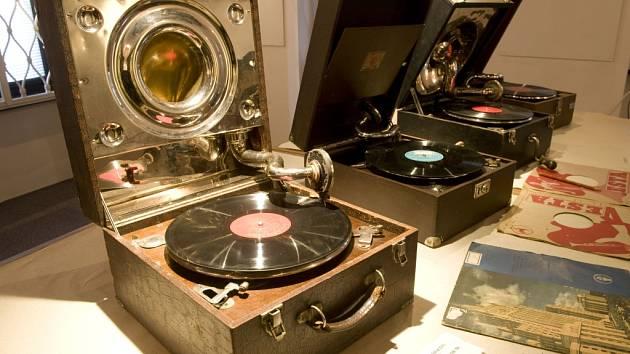 Starý svět gramofonů si mohou lidé do 30. září prohlédnout ve Weisově domě ve Veselí nad Lužnicí.