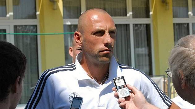 Roman Lengyel v Písku odpovídá na dotazy Deníku.