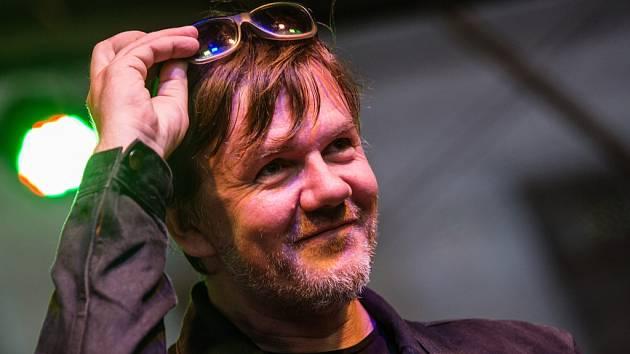 Zpěvák, kytarista a skladatel Michal Hrůza.