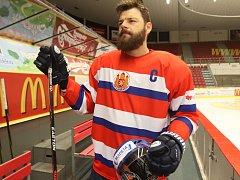 Retro dres českobudějovických hokejistů na sobotní utkání představil kapitán týmu Zdeněk Kutlák.