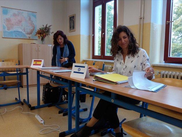 Na Střední zdravotnické škole a Vyšší odborné škole zdravotnické v Českých Budějovicích zahájili tento týden (28. září 2017) nový mezinárodní projekt. Účastní se ho zástupci šesti zemí - Češi, Dánové, Turci, Řekové, Izraelci a Španělé.