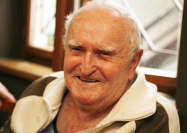 Jaromír Sypal, pedagog, divadelník, spisovatel, zemřel vroce 2015.