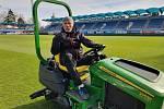 Na snímku Stanislav Marek. Jediný, komu přestávka prospěla, je trávník