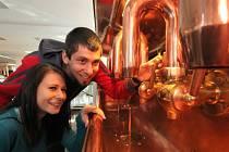 Přijít na kloub výrobě oblíbeného piva se snaží návštěvníci komentovaných prohlídek pivovaru.