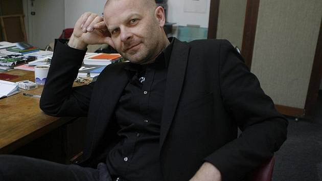 Budějovický primátor Miroslav Tetter nepřímo obvinil kurátora Domu umění Michala Škodu (na snímku), že loni při podávání grantu na ministerstvo kultury porušil zákon. Škoda jeho slova označil za nesmysl.