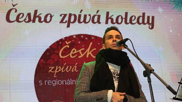 Česko zpívá koledy na náměstí Přemysla Otakara II. v Českých Budějovicích se skupinou Slza
