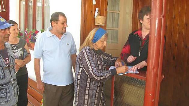 Lidé v Rumunsku čekají na humanitární pomoc z Čech.