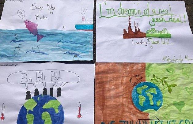 Plakáty za záchranu klimatu.