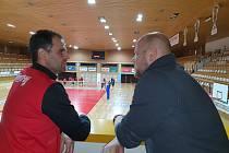 Masér Jihostroje Filip Hoch (vlevo) a manažer Robert Mifka