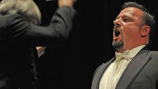 V rekonstrukci opery Kde je láska, je i žárlivost se v sobotu v Českém Krumlově představí sólisté Národního divadla (na snímku Jaroslav Březina).