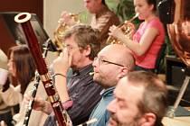 Zážitek nabídla 4. a 5. prosince Jihočeská komorní filharmonie díky klavírnímu koncertu Edvarda Griega. Snímek ze zkoušky.
