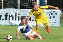 Aleš Hanzlík v minulém utkání Táborska doma s Vítkovicemi atakuje Petra Ryse.