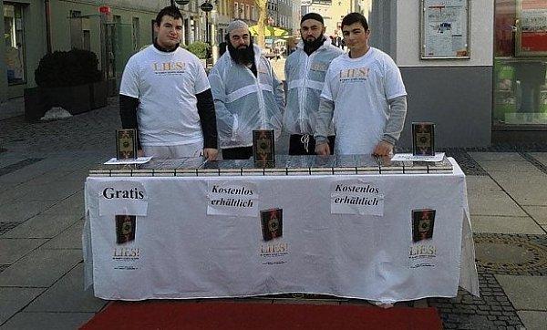 Salafisté rozdávali Bavorům korán.