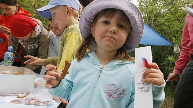 Stovky dětí prošly v sobotu Pohádkovým lesem v Rudolfově