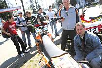 V Českých Budějovivcích byla v pátek zahájena tradiční výstava automobilové techniky, v jejímž rám ci se představuje i integrovaný záchranný system a vojenská technika