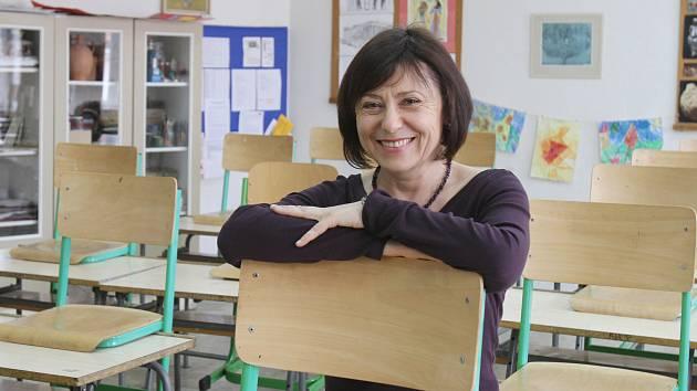 Anna Papoušková učí na českobudějovickém Biskupském gymnáziu český jazyk, výtvarnou výchovu a dějiny umění. Práce ji stále baví.