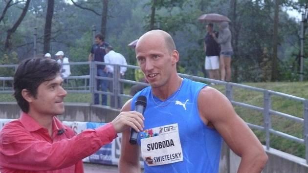 ŠŤASTNÝ. Petr Svoboda (vpravo) s redaktorem České televize Tomášem Klementem