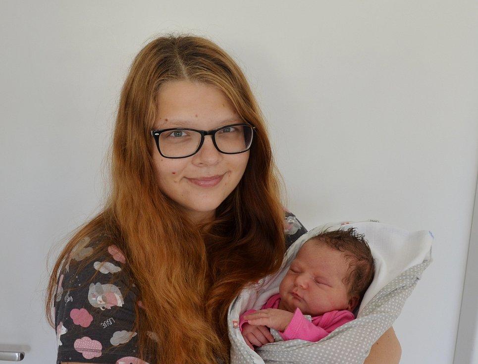 Rozálie Němcová z Písku. Dcera Ivety a Jindřicha Němcových se narodila 15. 7. 2021 v 19.21 hodin. Při narození vážila 3900 g a měřila 51 cm. Doma se na ni těšily sestřičky Gabriela (6) a Adriana (2).
