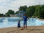Letní plovárna otevře v Hluboké nad Vltavou v sobotu 15. června. Přípravy finišují.