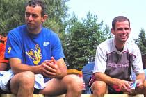 Smečař Jiří Popelka (vlevo) letos vyhrál s Humry Antukovou ligu i prestižní dřevěnický turnaj. Jak se mu povede v důležitých chvílích české reprezentace?