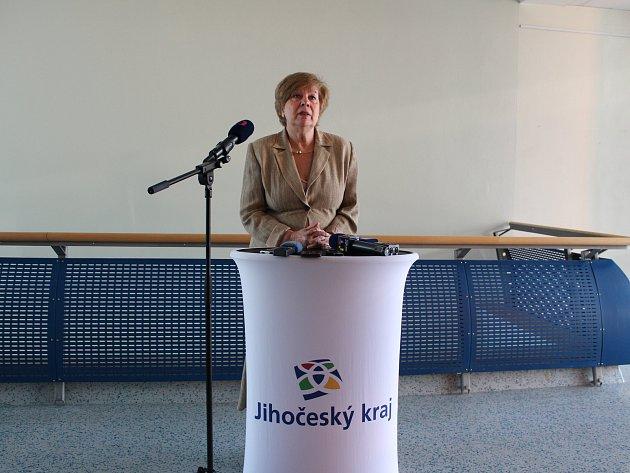 Hejtmanka Ivana Stráská hovořila na tiskové konferenci vpondělí ráno na Krajském úřadě Jihočeského kraje ksoučasné situaci šířícího se koronaviru.