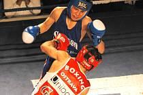 Jiří Štádler si ve své  premiéře v extraligovém ringu diváky získal: ač teprve šestnáctiletý (!), s bijceem Agajevem vydržel celá tři kola.