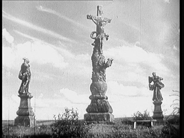 Sousoší Velký depot ve filmu Ohnivé léto.