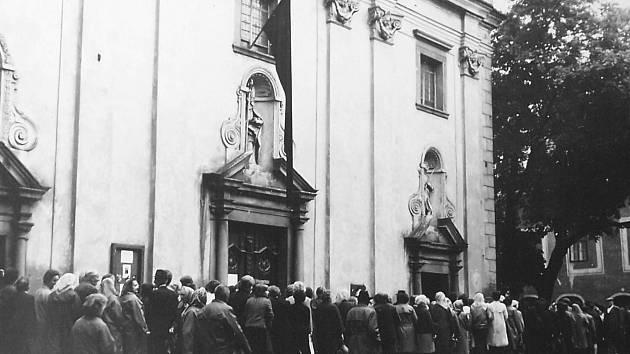 Pohřeb biskupa Josefa Hloucha
