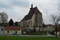 Zrušený hřbitov v Trhových Svinech přiléhal ke kostelu. Obepínala jej ohradní zeď.