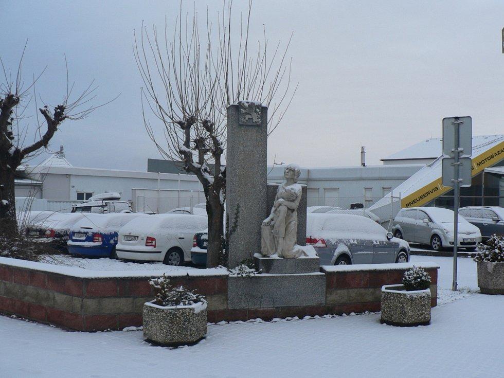 V sobotu 30. ledna 2021 přišlo do jižních Čech sněžení a nedělní ráno bylo bílé. Borek.