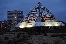Pyramida v Táboře krásně svítí, kdo ji obkrouží, nabije ho energií