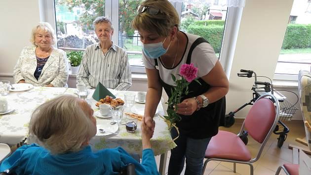 V Horní Plané, kde se slavily narozeniny (na snímku), testy odha-lily čtyři nakažené seniory, ti už ale byli kvůli mírným příznakům v izolaci. Nikdo z nich do nemocnice nemusel. U personálu se nákaza neprokázala.