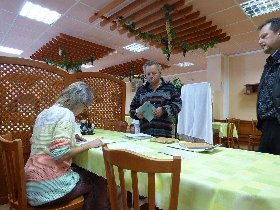 V pátek se volilo i v českobudějovickém Domově pro seniory Máj.