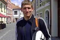 Exbudějovický smečař Vojtěch Zach je odchovancem Příbrami, kde nyní hraje. Poté, co klub opustil hlavní sponzor, si ale začal hledat jiné angažmá.