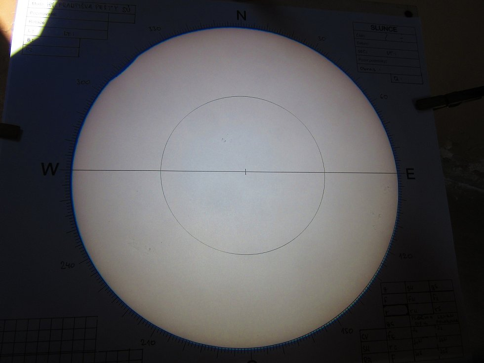 Takhle zachytili částečné zatmění Slunce v Hvězdárně Františka Pešty v Sezimově Ústí.