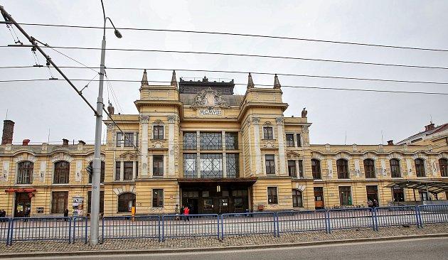 Vlakové nádraží už roky čeká na rekonstrukci.