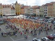 Hromadná čtverylka na českobudějovickém náměstí.
